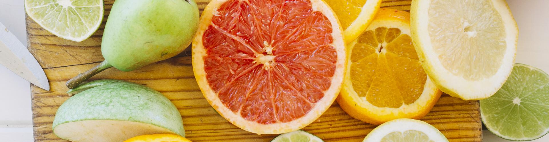pompelmo rosa, pera e arancia rossa